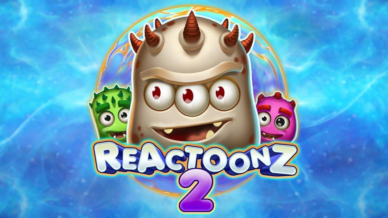 Reactoonz Reactoonz on värikkään räiskyvä peli, joka on jo hurmannut monia pelaajia dynaamisella pelattavuudellaan ja kauniilla grafiikoillaan. Kyseessä on varsin monimutkainen peli, joka on aavistuksen haastavampi kuin muut kolikkopelit. Peli kätkee sisääntä jännittäviä symboleita ja monimutkaisia yhdistelmi, joiden avulla pelaajat voivat singota itsensä voittojen ihmeelliseen maailmaan. Toisin kuin monet muut kolikkopelit, voitot tässä galaktisessa videopelissä syntyvät yhdistämällä vähintään viisi symbolia yhdistelmäksi, jossa ne koskettavat toisiaan joko pystysuoraan, vaakasuoraan tai molempiin suuntiin. Reactoonz tarjoaa pelaajille mahdollisuuksia myös suuriin panoksiin ja vetoihin. Reactoonz: Voittosymbolit Symbolit ovat yksi tämän pelin vetonauloista. Reactoonzilla on useita symboleja ja ominaisuuksia. Pelaajien kannattaa aina tutustua symboleihin ennen pelikoneen käynnistämistä. Tämän pelin avulla voit laskea kaiken 0,1-kertaisesta panoksestasi 10-kertaiseen panokseesi, riippuen siitä, saatko joukosta 5-15 (tai enemmän). Vaikka viisi klusterin eniten maksavaa symbolia voi asettaa sinut 0,5-1-kertaiseen panokseen, 15 tai enemmän voi nousta 150-750-kertaiseen panokseen. Näiden tunnusten lisäksi Reactoonzissa on myös kourallinen ylimääräisiä erikoismerkkejä, joihin kuuluvat muun muassa Wild ja Special Wild-symbolit. Reactoonzin pelaaminen Reactoonzin pelaaminen on suoraviivaista ja yksinkertaista. Kyseessä on värikäs, selkeä ja ytimekäs peli, joka on suunniteltu kauniisti. Peliä on helppo käyttää ja pelata. Ruudun alaosassa sijaitsevassa pelipaneelissa on valtaosa pelaajien tarvitsemista painikkeista. Tässä voit säätää kolikon arvoa ennen linkouspainikkeen valitsemista. Lisäksi pelaajilla on lisätty mahdollisuus automaattiseen toistoon. Pelaajien olisi tutustuttava pelin sääntöihin ennen pelaamisen aloittamista, sillä sen symbolit ja voittolinjat eroavat jonkin verran muista peleistä. Pelaajien tulisi pitää mielessä, että pelilinjat eivät ole käytettävissä ja e